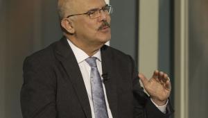 Ministro da Educação, Milton Ribeiro, gesticulando enquanto fala