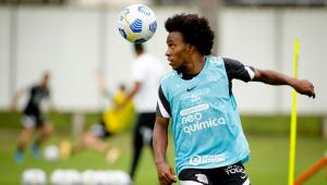 Willian durante treino no Corinthians
