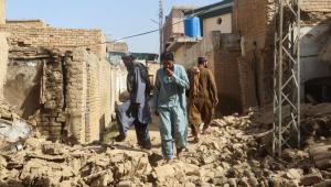 Casas são destruídas após terremoto atingir o Paquistão