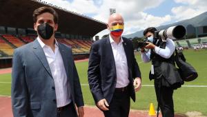 Gianni Infantino (à direita) afirmou que a Fifa pode realizar mais uma Copa do Mundo na América do Sul
