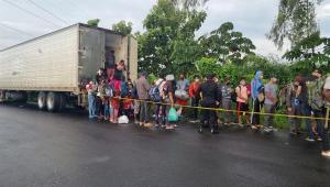 Polícia Guatemalteca resgata 126 imigrantes abandonados em contêiner