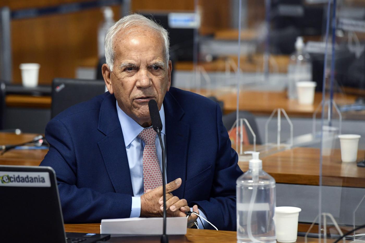 O senador Oriovisto Guimarâes falando em plenário do Senado