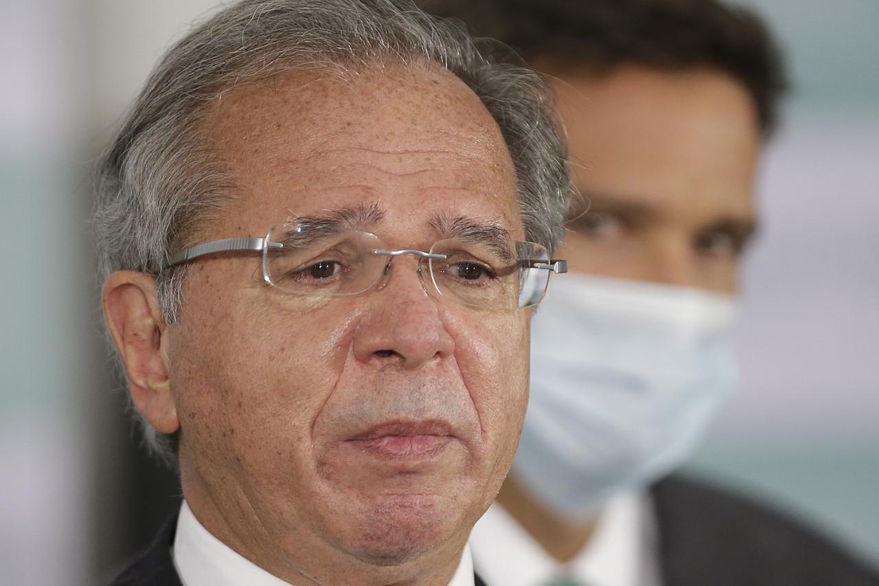 Paulo Guedes em primeiro plano e Roberto Campos Neto em segundo plano