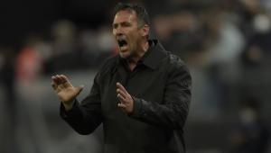 Diego Dabove comandando o Bahia em jogo contra o Corinthians