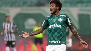 Luiz Adriano é centroavante do Palmeiras