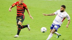 Pedro Henrique, zagueiro do Sport, em jogo contra o Bahia