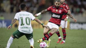 Atacante flamenguista em lance no Maracanã