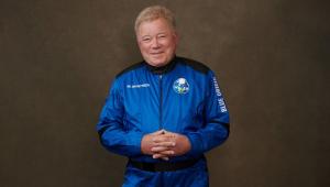 Ator William Shatner, que interpretou capitão Kirk, se torna pessoa mais velha a ir ao espaço