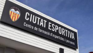 Placa demonstrando a entrada do Centro de Treinamento do Valencia