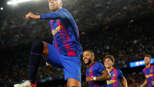 Gerard Piqué comemora gol do Barcelona contra o Dínamo de Kiev