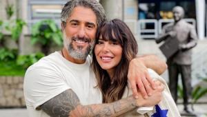 Marcos Mion abraçado com a esposa, Suzana Gullo