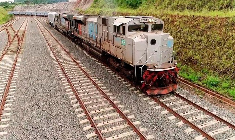 trem em malha ferroviária no brasil
