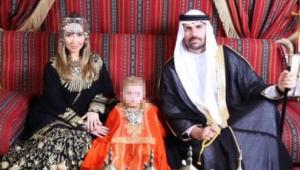 Eduardo Bolsonaro e família vestidos com trajes árabes