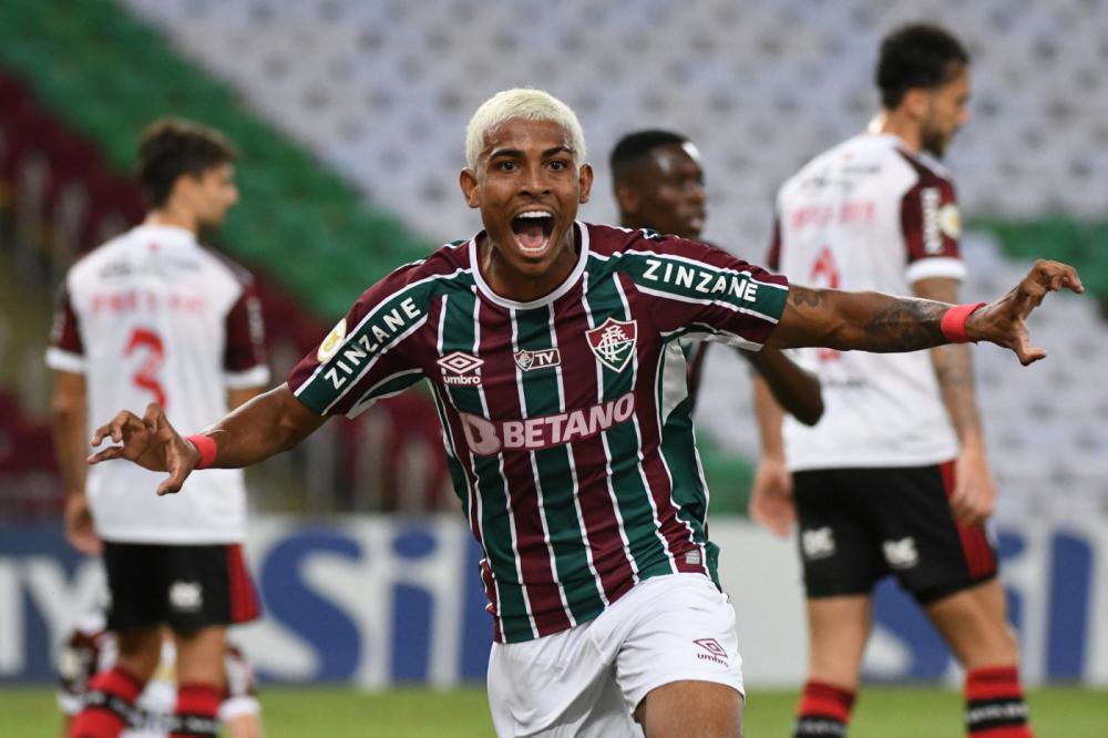 John Kennedy marcou duas vezes no jogo entre Fluminense e Flamengo, pelo Brasileirão