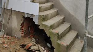 Vão de escada onde corpo de Maria da Glória Rodrigues, 25, foi encontrado