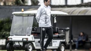 Fábio Carille no comando do Santos no CT Rei Pelé