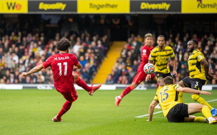 Com golaço de Salah e hat-trick de Firmino, Liverpool faz 5 a 0 no Watford pelo Inglês