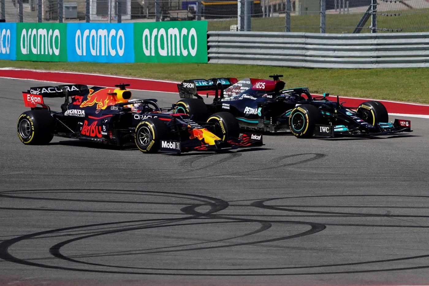 Verstappen briga por posição com Hamilton no GP dos EUA de Fórmula 1