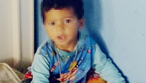 Bebê de um ano morre baleado enquanto cortava o cabelo em barbearia na Baixada Fluminense