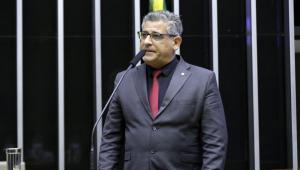 O deputado Nereu Crispim falando em plenário na Câmara dos Deputados