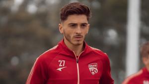Joshua Cavallo, do Adelaide United, assumiu a homossexualidade e foi exaltado por jogadores e clubes