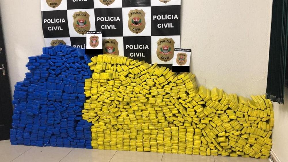 Tijolos de maconha apreendidos pela Polícia Civil de São Paulo