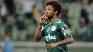 Luiz Adriano fez gesto de silêncio para a torcida do Palmeiras na comemoração do gol contra o Sport
