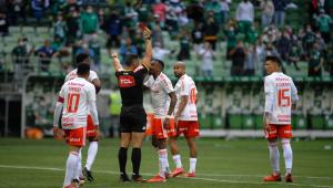 Edenílson foi expulso da partida entre Palmeiras x Internacional