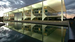 Fachada do Palácio do Planalto em Brasília no entardecer