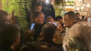 Bolsonaro é ovacionado em pizzaria do litoral Sul de SP; veja vídeo