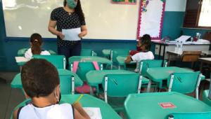 alunos em sala de aula do rio