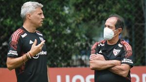 Hernán Crespo conversa com Muricy Ramalho durante atividade do São Paulo