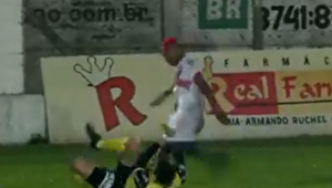 árbitro é agredido