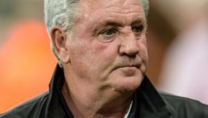 Steven Bruce foi demitido pelo Newcastle