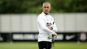 Sylvinho durante treino do Corinthians